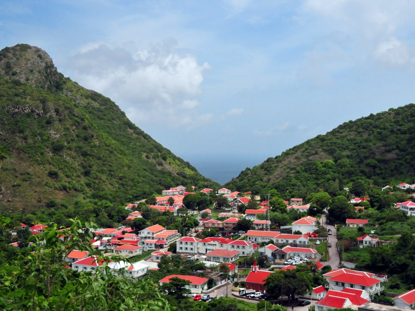 capital and largest town of the island of Saba