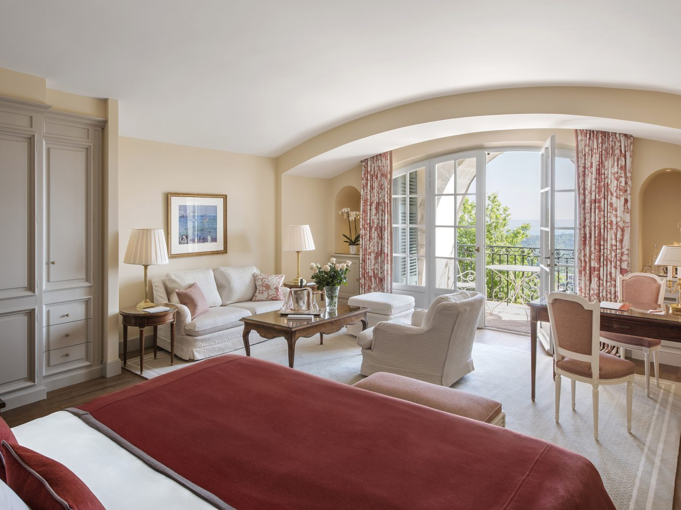 Bedroom at Château Saint-Martin & Spa