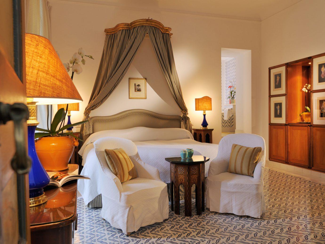 Bedroom at Le Sirenuse