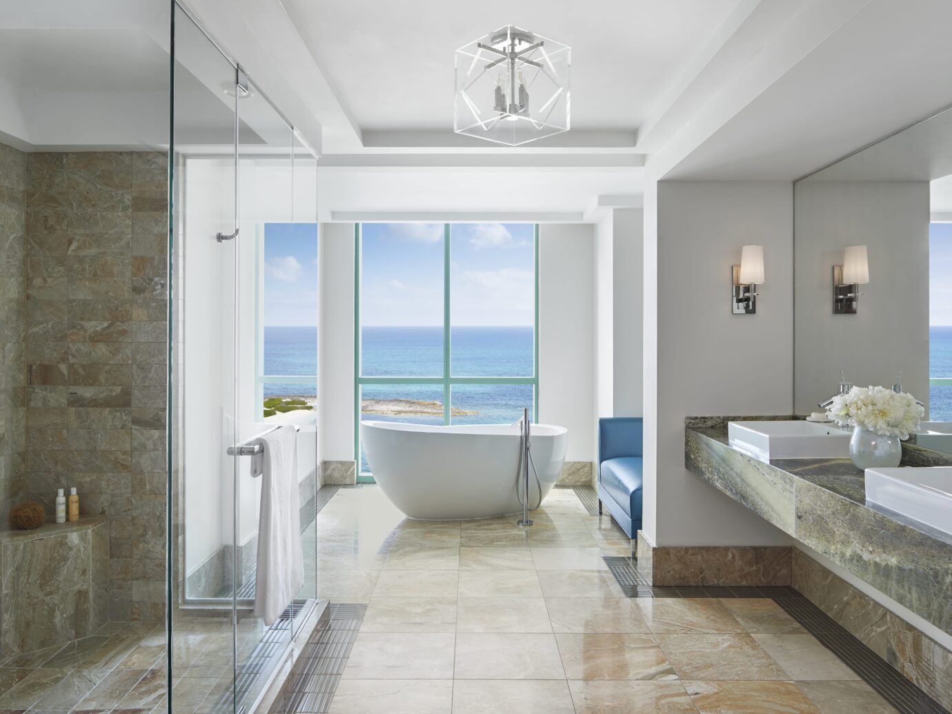 The Cove Sapphire Suite Bathroom